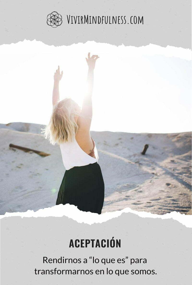 """Rendirnos a """"lo que es"""" para transformarnos en lo que somos."""