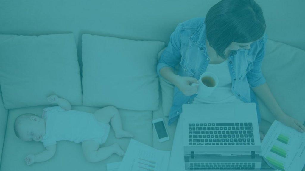 Mujer trabajadora en la empresa y el hogar. Mindfulness Conciliación